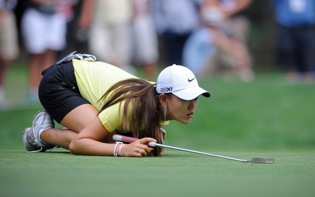 Michelle Wie playing golf with full consentration.PNG