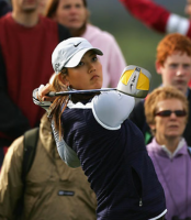 Michelle Wie finishes off her swing.PNG