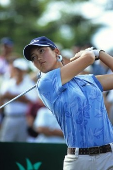 Picture of Michelle Wie tees off