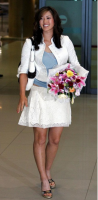 Michelle Wie in white holding a bouquet.PNG