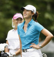 Michelle Wie in blue smiling at the golf court.PNG