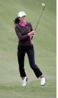 Michelle Wie putting jumping in the air.PNG