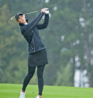 Michelle Wie practicing in cold weather.PNG